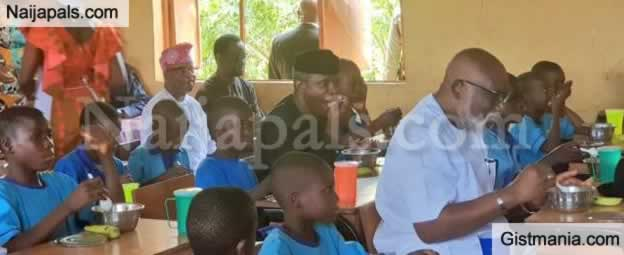 Nigerian Vice President, Osinbajo Shares Meal With Ondo State Primary School Children (Photos)